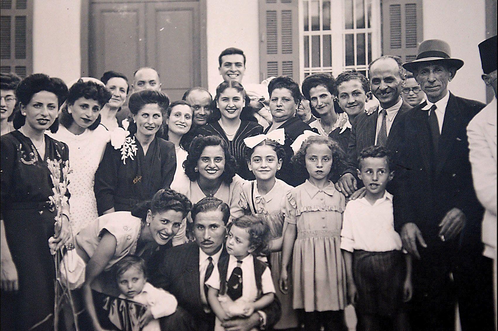 Une famille juive libanaise réunie pour un mariage à la synagogue Magen Abraham de Beyrouth. (Communauté Juive libanaise)