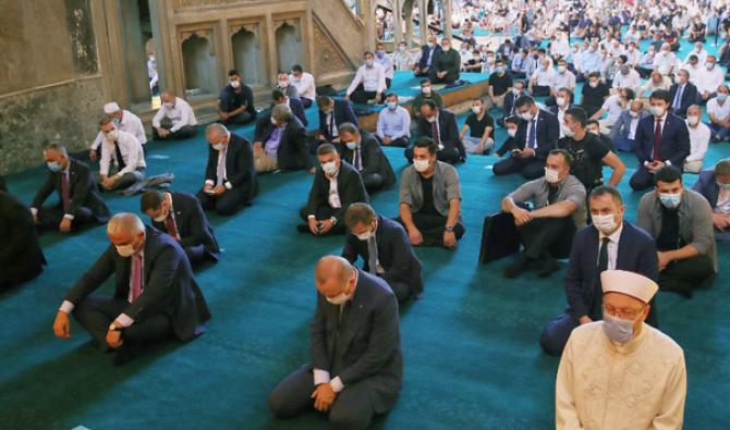 """Les prières à Sainte-Sophie """"déclenchent 3000 nouveaux cas de Covid-19 en Turquie"""" 15976-524411596"""