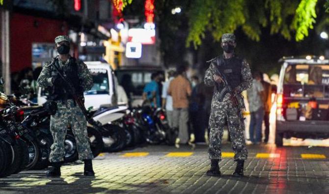 L'ex-président des Maldives opéré après un attentat, est « dans un état  critique »   Arabnews fr